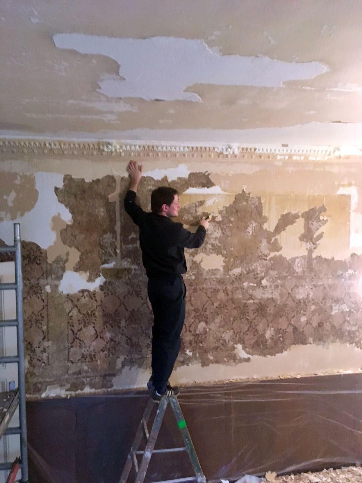 Die im Gasthaus Kastanie Berlin bei Renovierungsarbeiten zu Tage geförderte Schablonenmalerei